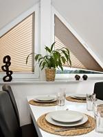 pliszé függöny háromszögű ablakra