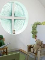 pliszék kör ablakon